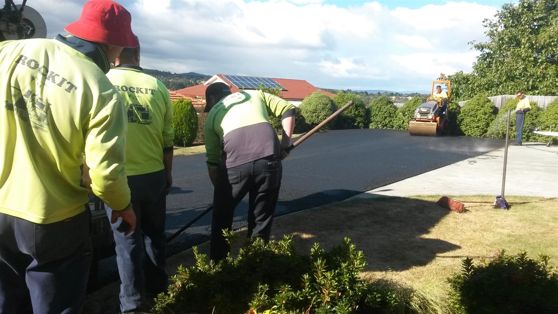 Rockit Asphalting Driveway Sealing (7).jpg