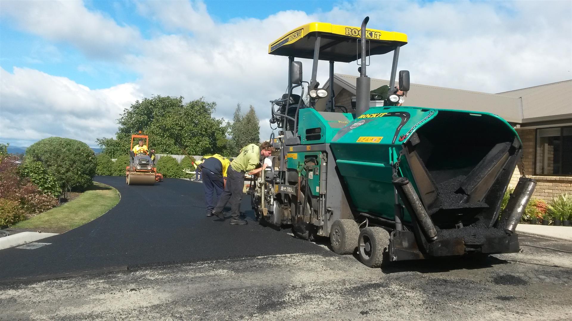 Rockit Asphalting Driveway Sealing (8).jpg